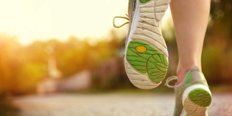 Beine einer laufenden Person