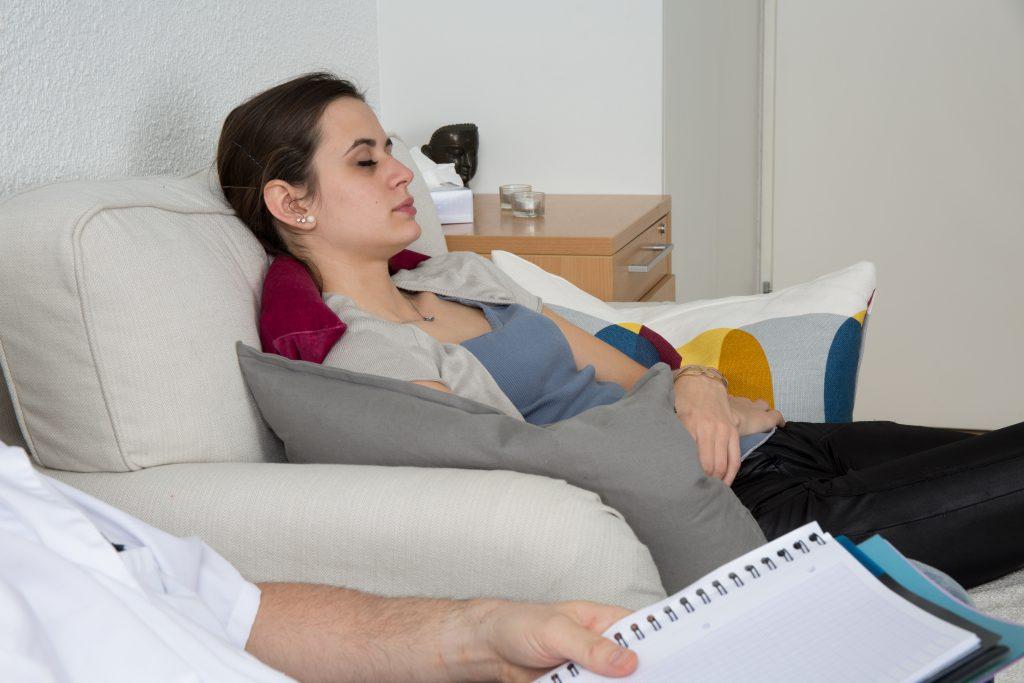Sowohl psychotherapeutische Maßnahmen als auch Hypnosetherapien zeigen bei vielen RDS-Patienten eine positive Wirkung. (Bild: sylv1rob1/fotolia.com)