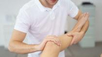 Jugendliche, die viel Sport treiben, sind besonders häufig von Morbus Osgood-Schlatter betroffen. (Bild: contrastwerkstatt/fotolia.com)