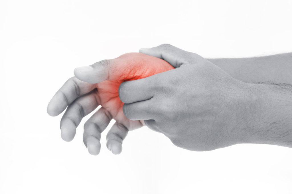 Daumenschmerzen: Ursachen, Erkrankungen und Behandlung