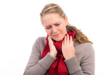 Vergrößerte Lymphknoten treten oft im Zuge einer  Erkältung auf. (Bild:  Picture-Factory/fotolia.com)