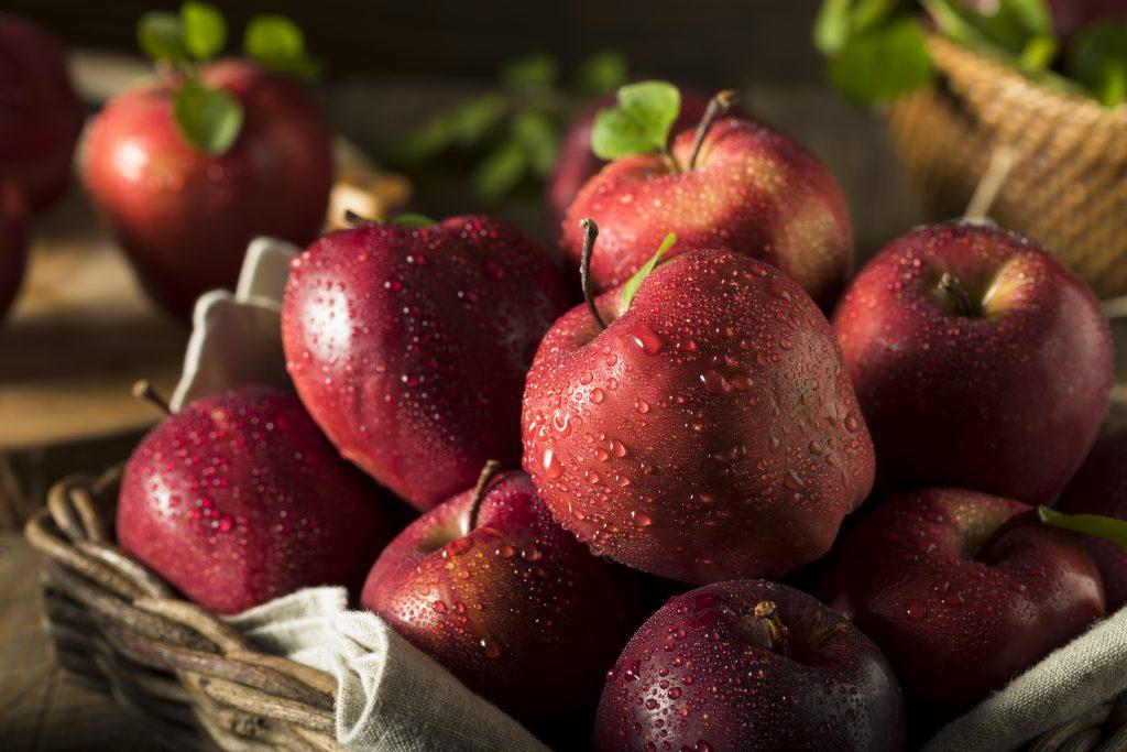 Äpfel enthalten vergleichsweise viel Fruchtzucker. Daher werden sie bei einer Fruktose-Unverträglichkeit oft eher schlecht vertragen. (Bild: Brent Hofacker/fotolia.com)