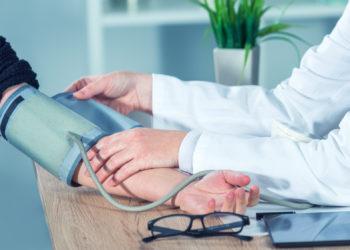 Häufig wird der niedrige Blutdruck eher zufällig im Rahmen einer ärztlichen Untersuchung entdeckt. (Bild: Bits and Splits/fotolia.com)