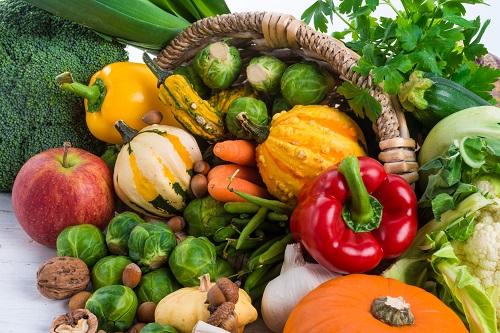 Greifen Sie beim Einkauf zu gesunden Nahrungsmitteln, um Ihr Immunsystem zu stärken. Denn umso stärker die Abwehr, desto besser ist der Körper vor einem Infekt geschützt. (Bild: Dar1930/fotolia.com)