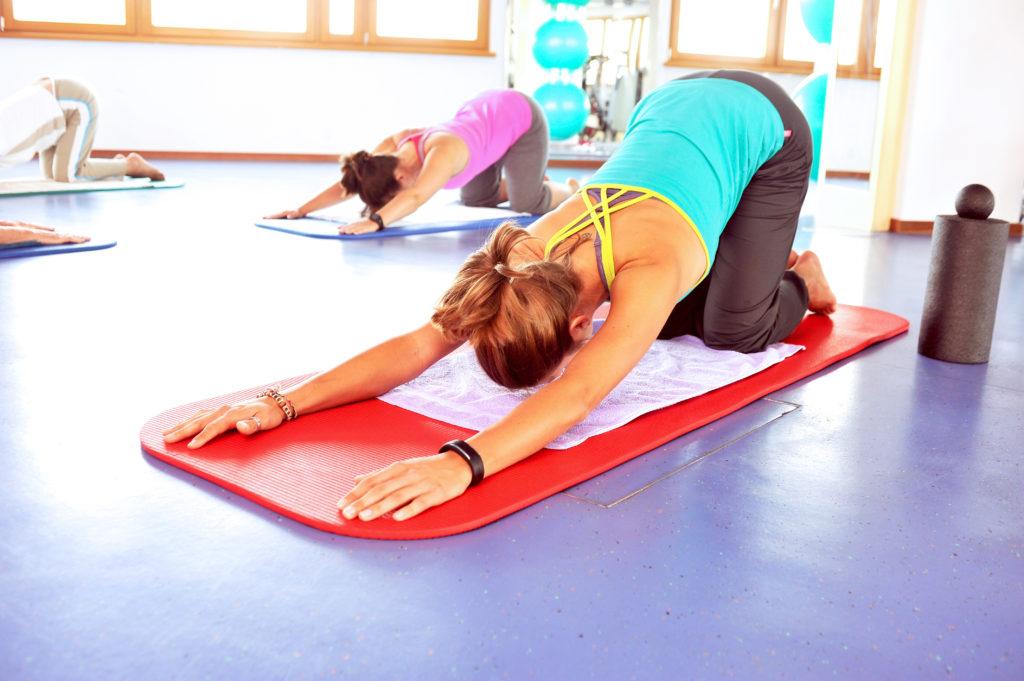 Klassische Pilates Übung. Bild: photophonie - fotolia