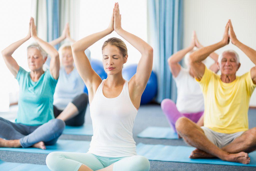 Oft sind negativer Stress und Hektik der Auslöser für die Magenbeschwerden. Entspannungsübungen wie Yoga können zu mehr innerer Ruhe verhelfen. (Bild: WavebreakMediaMicro/fotolia.com)