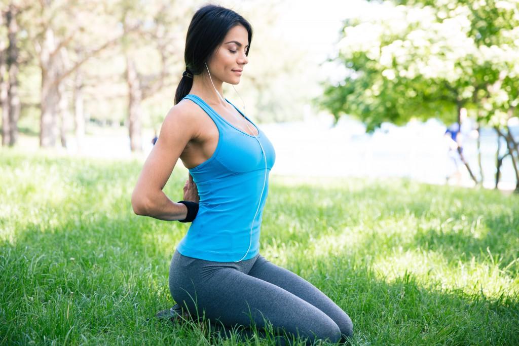 Pilates - Übungen können beim Abnehmen helfen! (Bild: vadymvdrobot/fotolia.com)