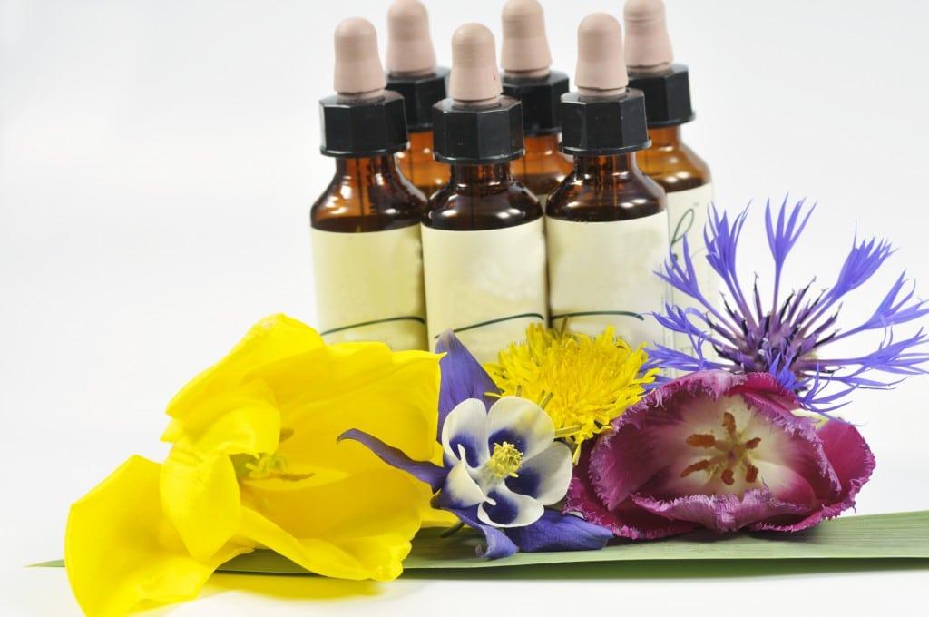 Eine individuell abgestimmte Bachblütentherapie kann sehr hilfreich bei Kopfschmerzen sein. (Bild: fotomike1976/fotolia.com)