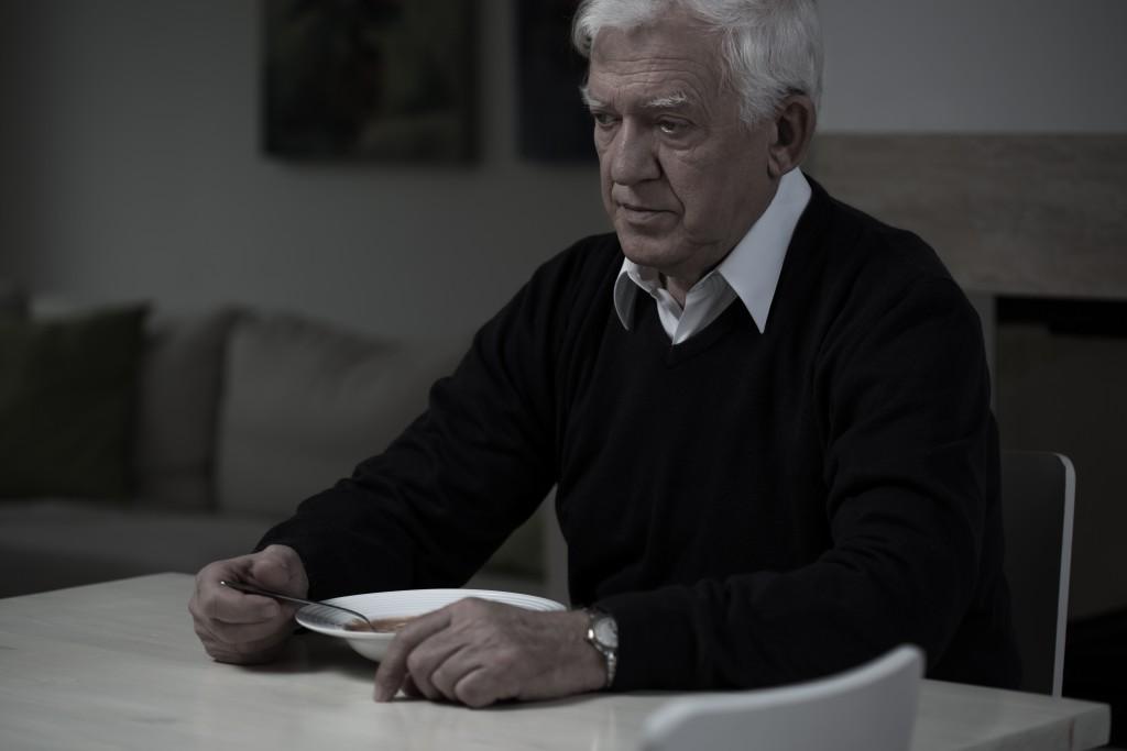 Mit zunehmendem Lebensalter zeigen viele Menschen einen deutlichen Rückgang des Appetits. (Bild: Photographee.eu/fotolia.com)