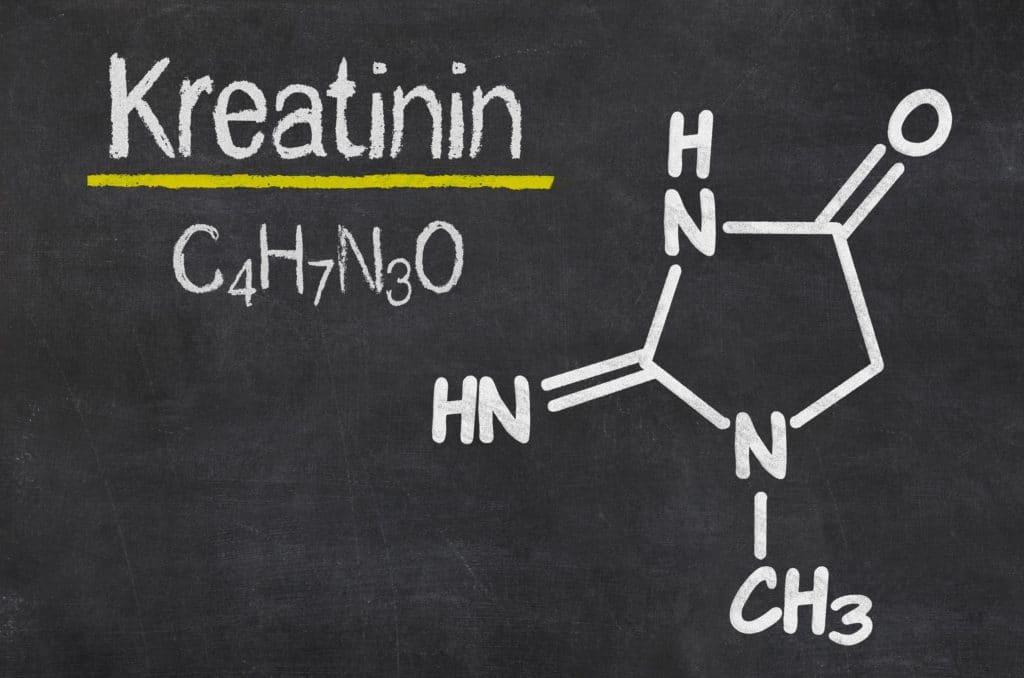 Chemische Formel für Kreatinin auf eine Tafel geschrieben.