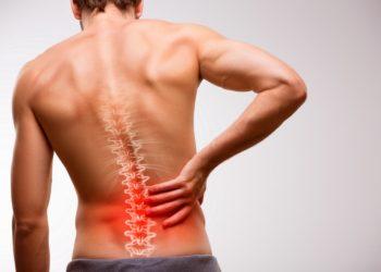 Grund für die Schmerzen im unteren Rücken kann eine Stoffwechselerkrankung sein. (Bild: artstudio_pro/fotolia.com)