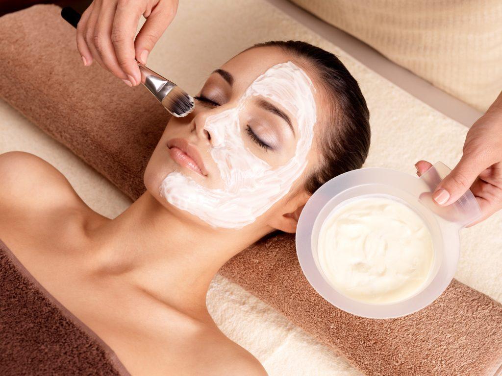 Hautpflege bei Hauterkrankungen. Bild: Valua Vitaly - fotolia