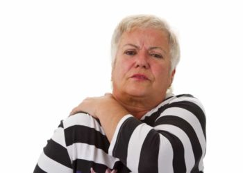 Steife Gelenke bezeichnen bewegungseingeschränkte und meist schmerzende Gelenke wie zum Beispiel im Schulterbereich. (Bild: Birgit Reitz-Hofmann/fotolia.com)