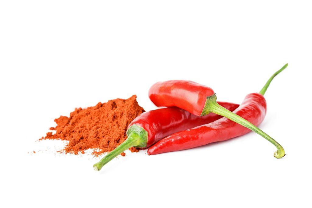Chilischoten und Chilipulver