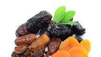 Dörrobst kann bei Verstopfungen aufgrund des vielen Fruchtzuckers sehr hilfreich sein. (Bild: photocrew/fotolia.com)
