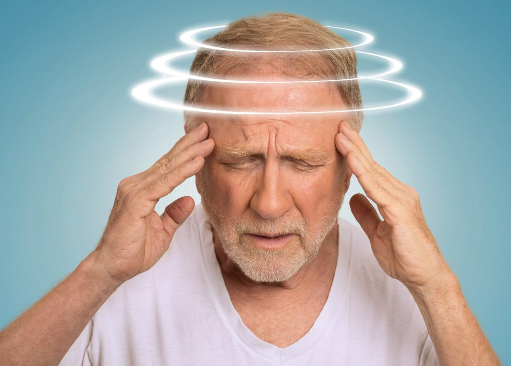 Treten parallel weitere Beschwerden wie Schwindel oder Übelkeit auf, muss sofort ein Arzt aufgesucht werden. (Bild: pathdoc/fotolia.com)