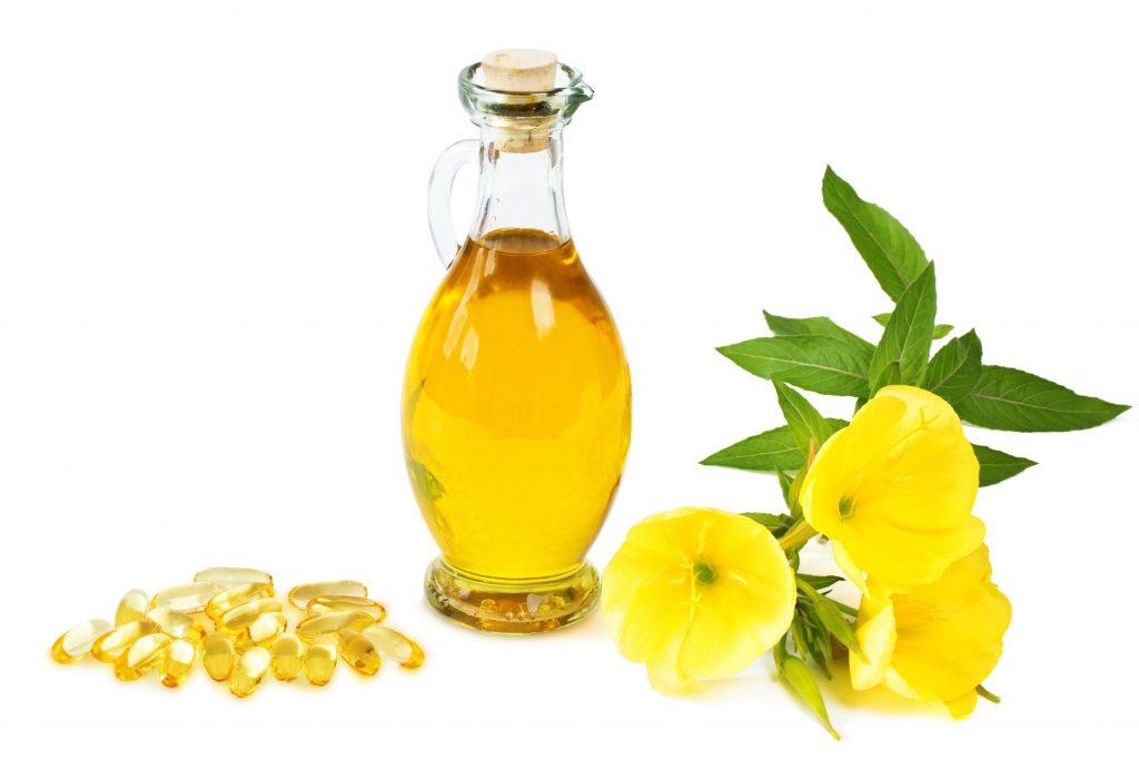 Bei schwereren Formen der Neurodermitis können Salben mit Zusätzen wie z.B. Nachtkerzenöl gegen den Juckreiz eingesetzt werden. (Bild: H. Brauer/fotolia.com)