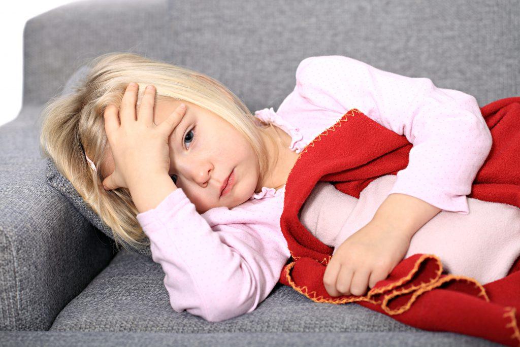 Diffuse Bauchschmerzen und Appetitlosigkeit bei Kindern können auf eine spezielle Migräne-Form hinweisen. (Bild: Tanja/fotolia.com)