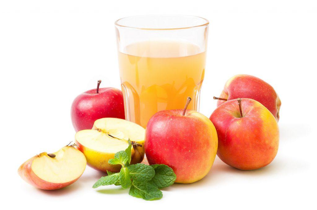 Bei einer leichten Unterzuckerung sollten Betroffene umgehend Fruchtsaft trinken oder Traubenzucker essen, um den Blutzucker-Spiegel zu normalisieren. (Bild: mahey/fotolia.com)