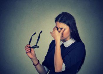 Schwindel und häufiges Schwarzwerden vor den Augen sind typische Symptome einer orthostatischen Dysregulation. (Bild: pathdoc/fotolia.com)