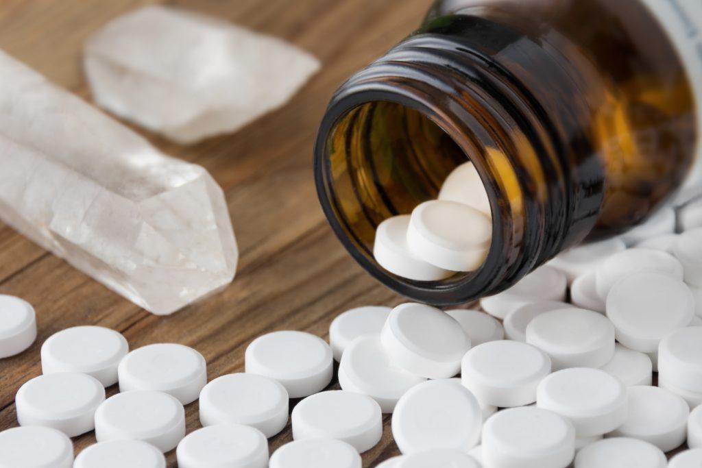 Natürliche Hilfe bieten Schüssler Salze und homöopathische Mittel. (Bild: PhotoSG/fotolia.com)
