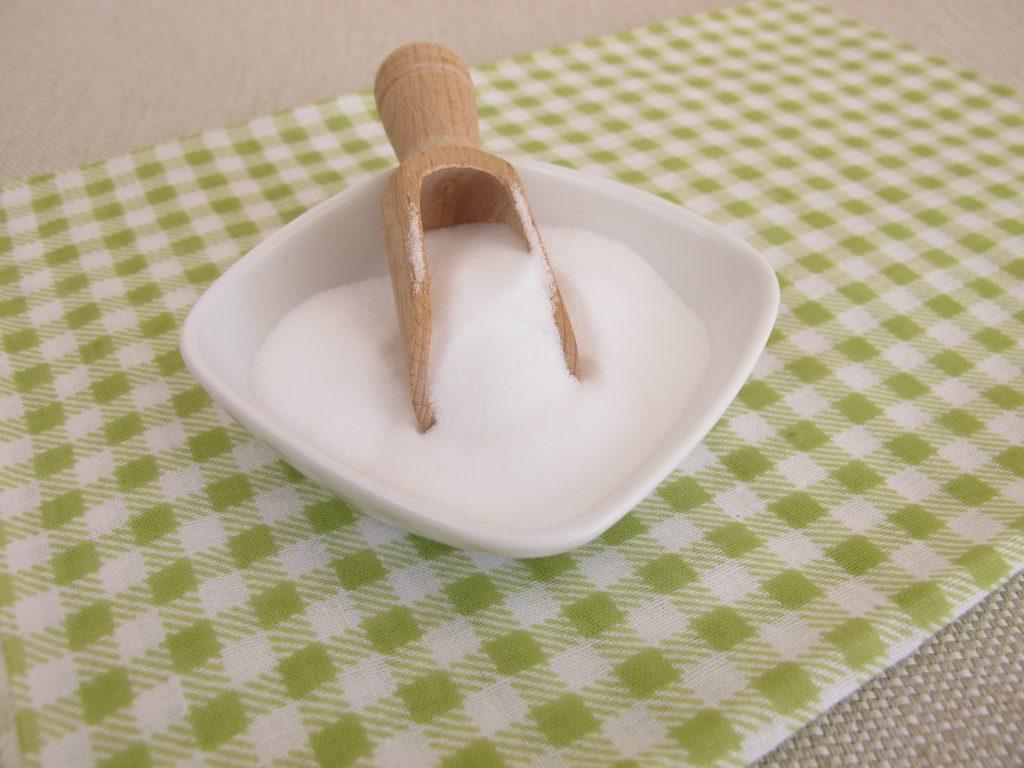 """Natron, auch als """"Backsoda"""" bekannt, kann sehr hilfreich bei der Behandlung von Pickeln sein. (Bild: Heike Rau/fotolia.com)"""