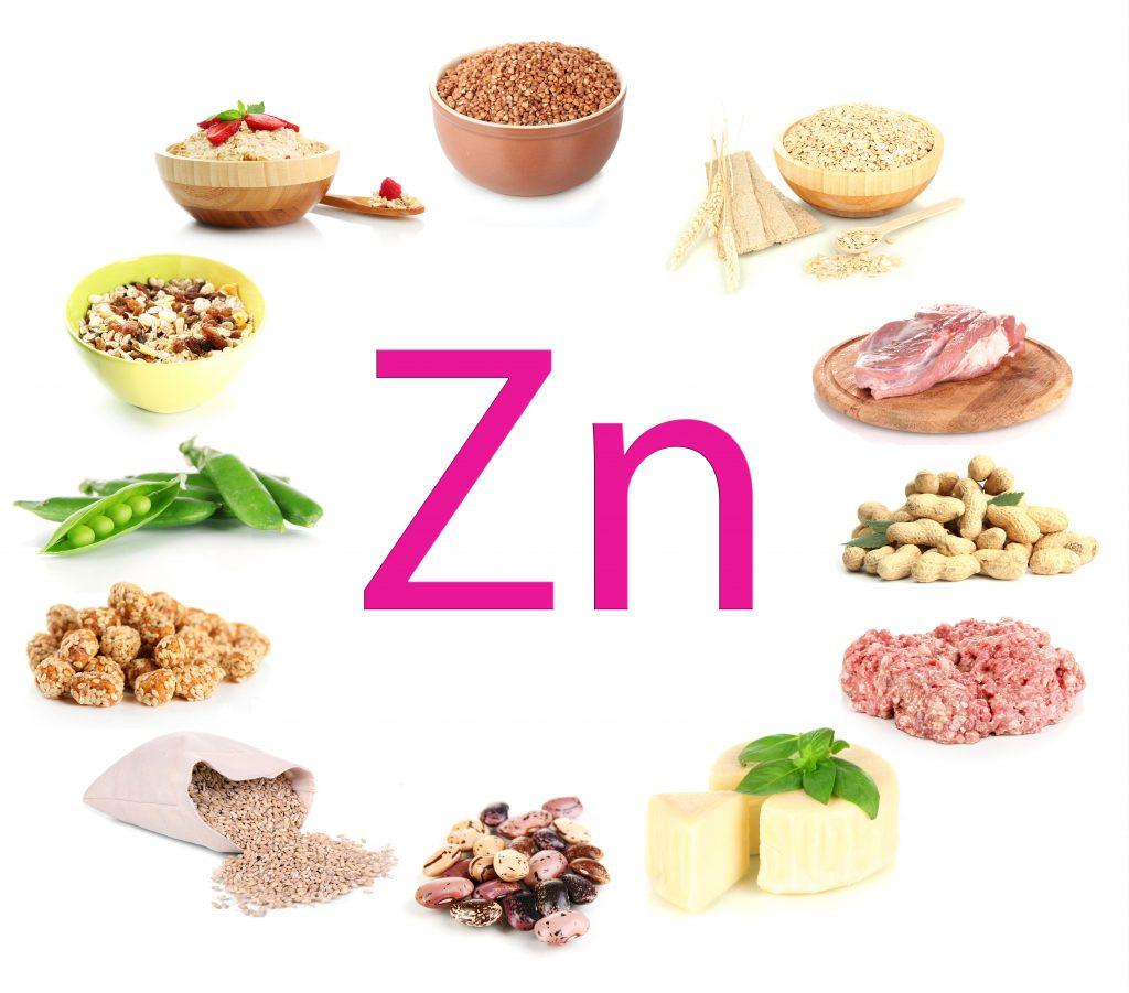 Bei Akne ist eine gesunde, ausgewogene Ernährung sehr wichtig. Unter anderem sollten zinkhaltige Lebensmittel wie Haferflocken oder Käse regelmäßig auf dem Speiseplan stehen. (Bild: Africa Studio/fotolia.com)