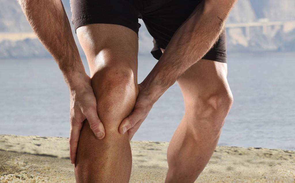 Beinschmerzen können im Zusammenhang mit unterschiedlichsten Beschwerden stehen und sollten ärztlich abgeklärt werden. (Bild: Focus Pocus LTD/fotolia.com)