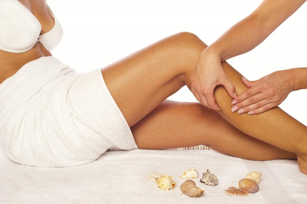 Osteopathie oder eine Behandlung nach dem FDM-Modell können bei Beinschmerzen helfen.