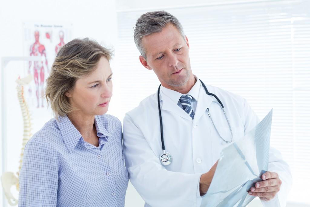 Das Vertrauen zwischen dem Arzt und Patienten ist für die Genesung sehr wichtig. (Bild: WavebreakMediaMicro/fotolia)