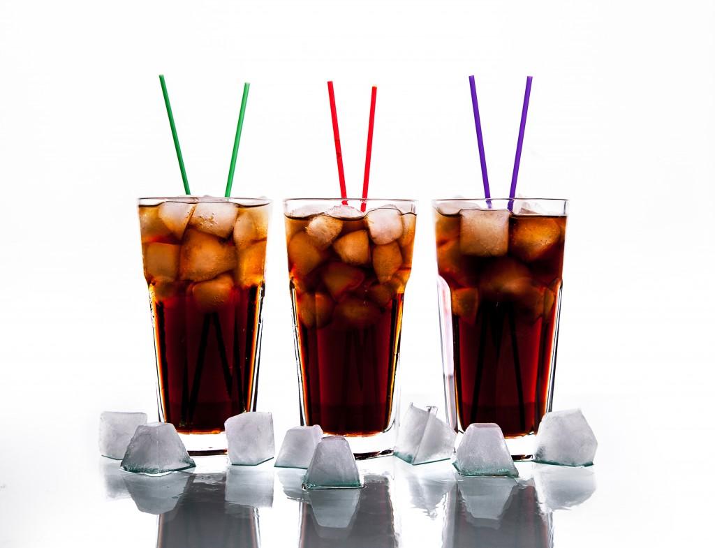 Coca-Cola life soll nach Angaben von Verbraucherschützern viel Zucker enthalten. Bild: serbogachuk/fotolia)