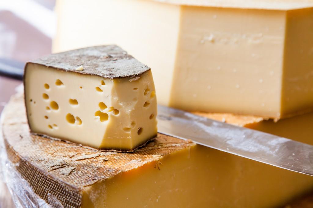 """In Käse ist nicht selben """"Kälberlab"""" oder Gelatine enthalten. (Bild: Ewais/fotolia)"""