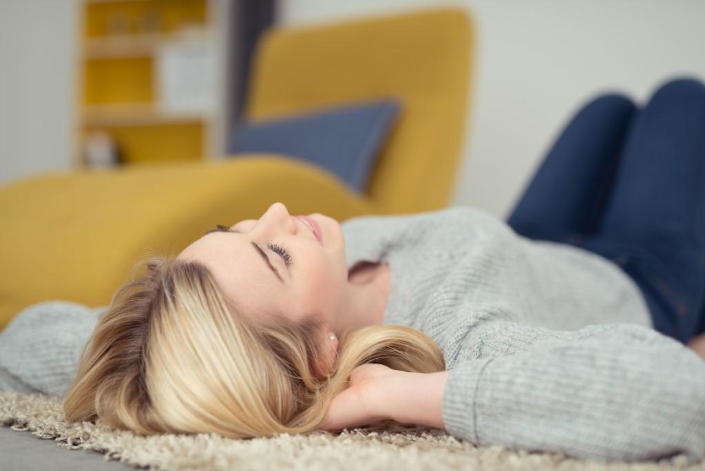 Im Schlaf gegen rassistische Vorurteile? (Bild: contrastwerkstatt)