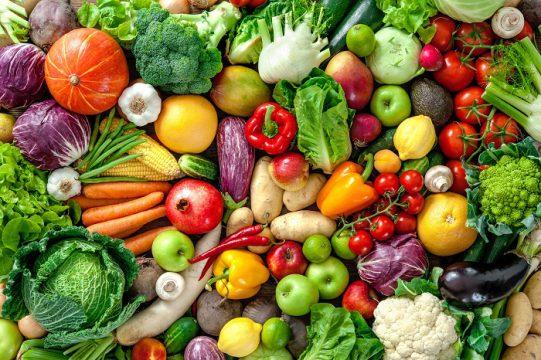 Für starke Abwehrkräfte ist eine gesunde Ernährung mit viel Obst und Gemüse unerlässlich. (Bild: Alexander Raths/fotolia.com)