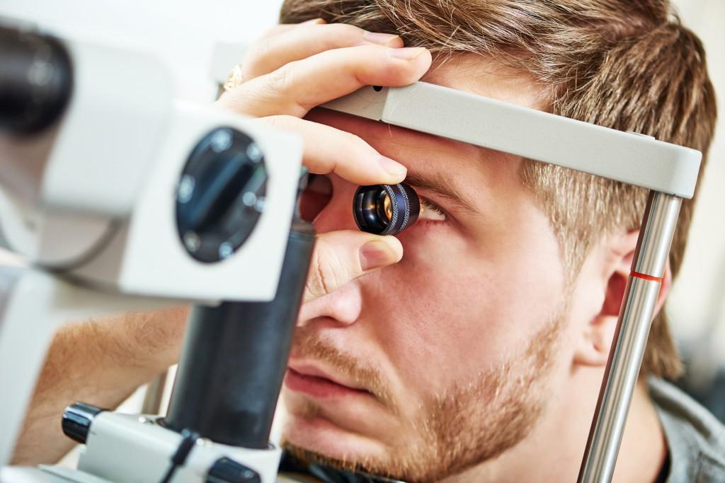 Regelmäßige Augenuntersuchungen. (Bild: Kadmy/fotolia)