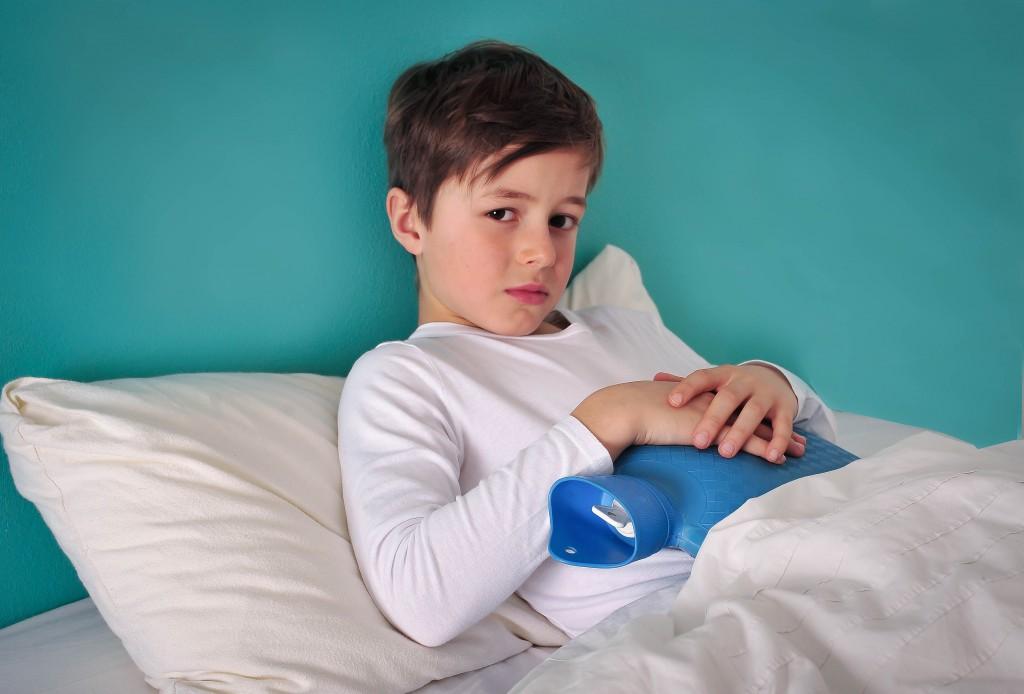 Kind mit Wrmflasche