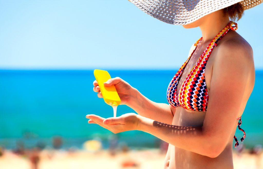 Sonnenschutzcreme muss nicht unbedingt teuer sein. Bei einem Test der Stiftung Warentest schnitten die Günstigen gut ab. (Bild: Nobilior - fotolia)
