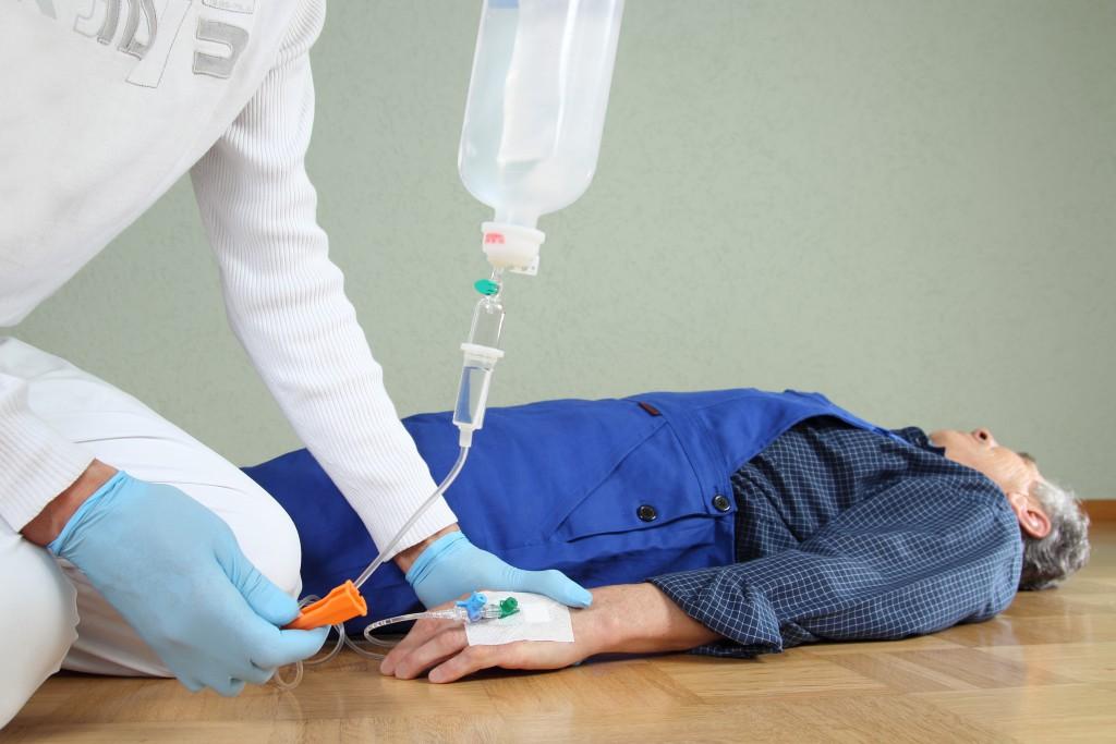 Bei Arbeitsunfällen sind häufig die Hände betroffen. (Bild: RioPatuca Images/fotolia)