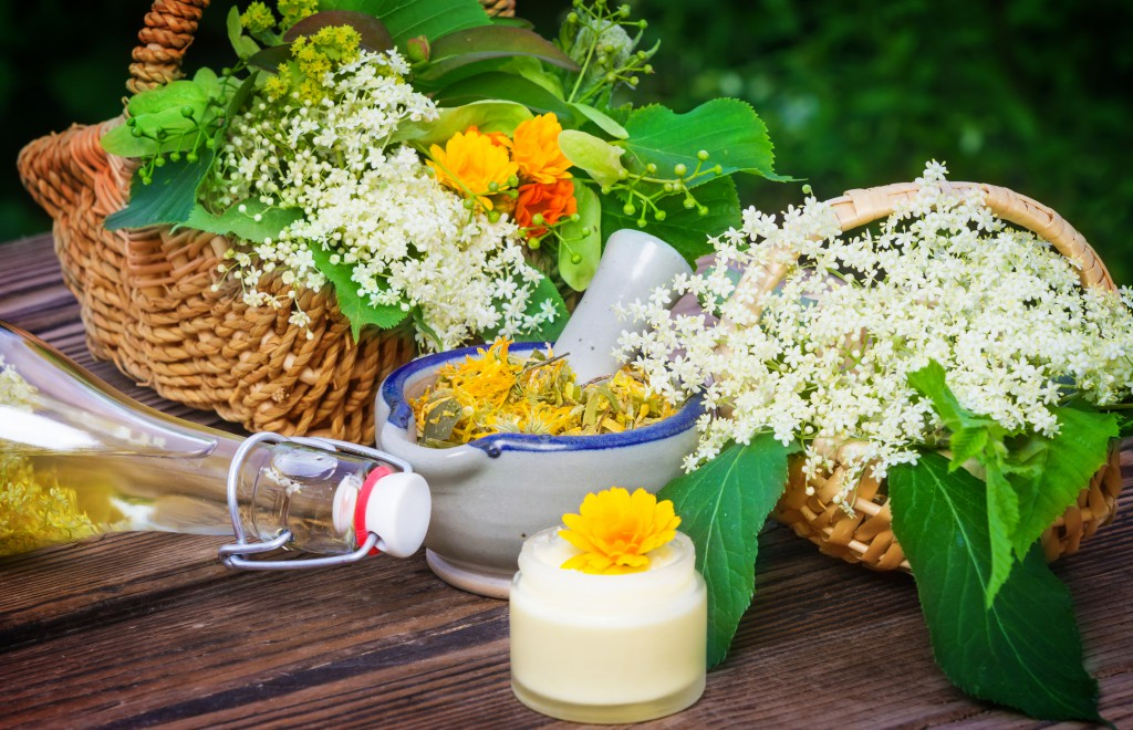 Lieber öfter zu Hausmitteln statt zu Medikamenten greifen. Bild: fotoknips - fotolia