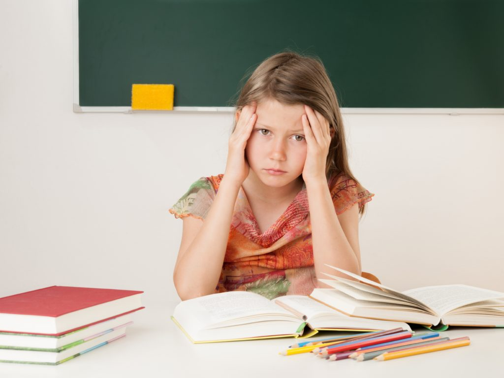 Überforderungen im Schulalltag und im Privatleben: Immer mehr Kinder leiden unter Kopfschmerzen. (Bild: Zlatan Durakovic - fotolia)