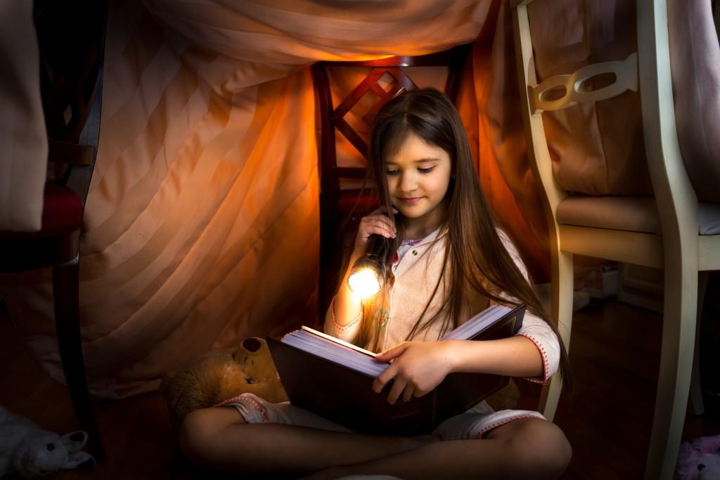 Schadet Lesen im Dunkeln?