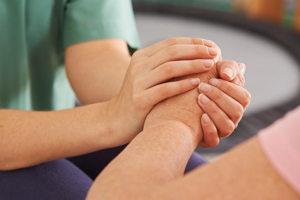 Im Notfall sind viele Krebsärzte für die Sterbehilfe. (Bild: Robert Kneschke/fotolia)