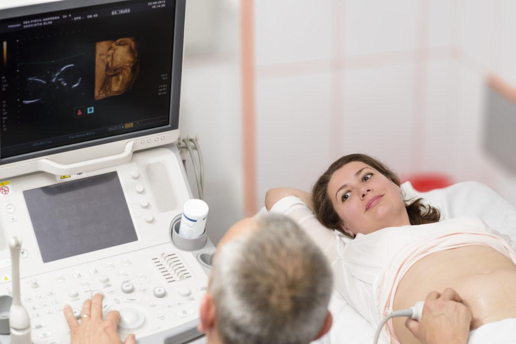 Schwangere Frauen lassen meist zu viele Vorsorgeuntersuchungen durchführen. (Bild: oneblink1/fotolia.com)