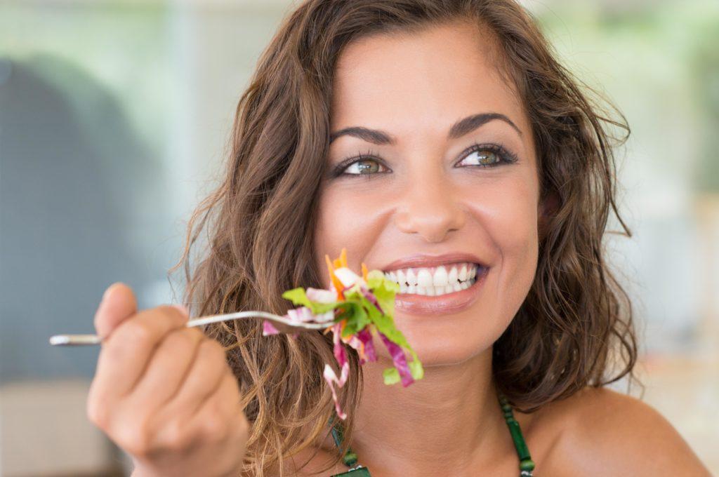 Vegetarier und Veganer haben weniger Vorurteile als Fleischesser. (Bild: Rido/fotolia.com)