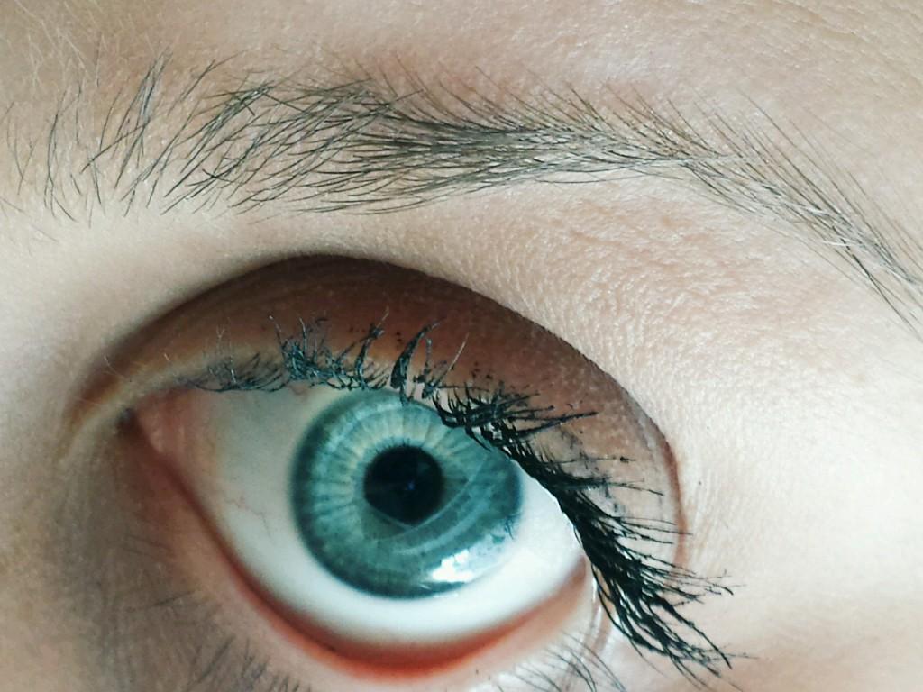 Blaue Augen: Studie zeigt angebliche Anfälligkeiten für Alkoholsucht. (Bild: ilarialapreziosa - fotolia)