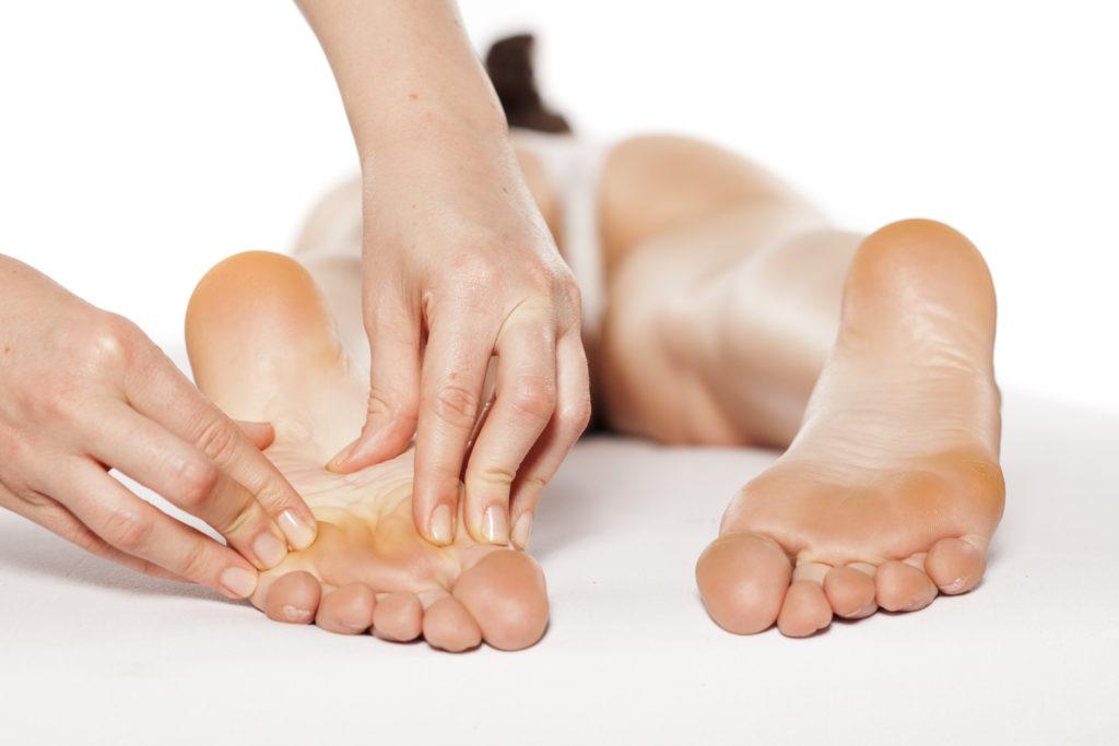 Eine Fußreflexzonenmassage hat Einfluss auf den gesamten Körper. (Bild: vladimirfloyd-fotolia)