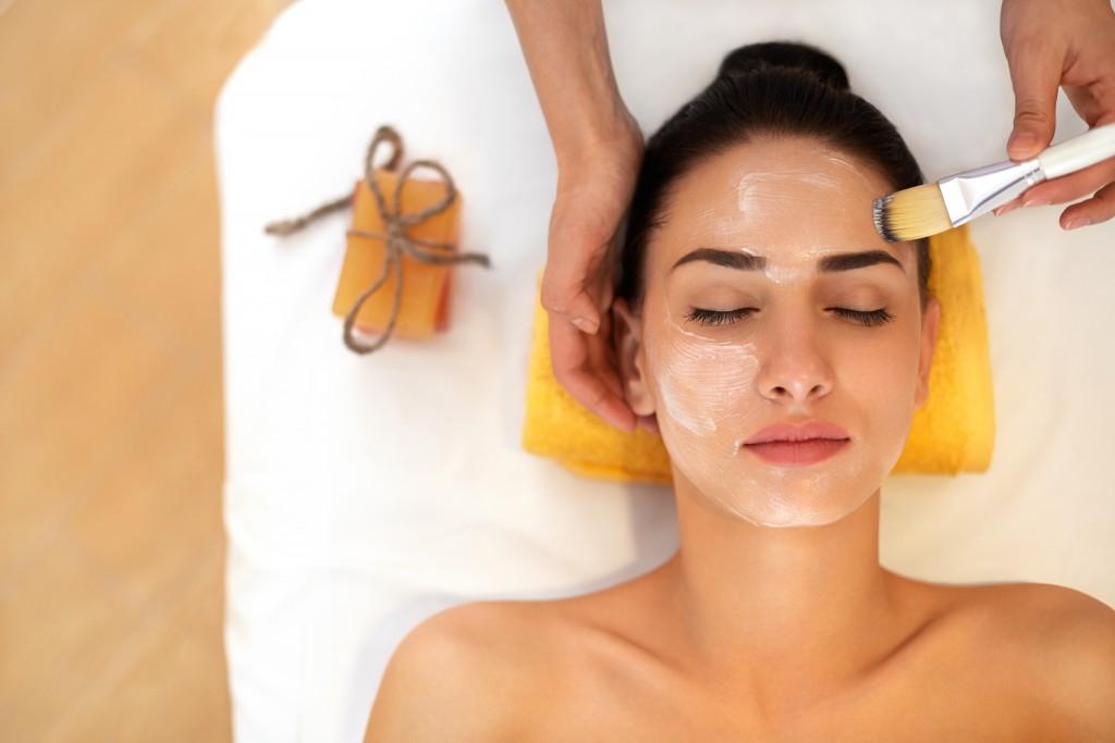 Die Hautpflege sollte der Jahreszeit angepasst sein. Bild: puhhha- fotolia
