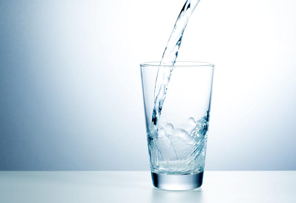 Zur gesundheitliche Vorsorge das Trinkwasser abkochen. Bild: chagin - fotolia