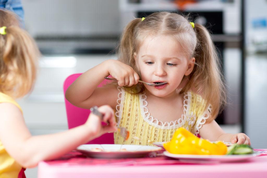 Vegane Ernährung bei Kindern ist möglich. Es sollten aber Wichtiges beachtet werden. Bild: Oksana Kuzmina- fotolia