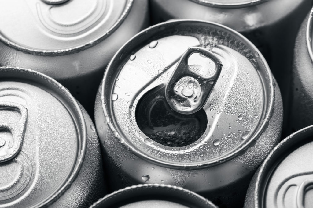 26-Jährige erleidet nach täglichem Konsum von 28 Dosen Red Bull Schwellung im Gehirn. (Bild: leungchopan/fotolia.com)